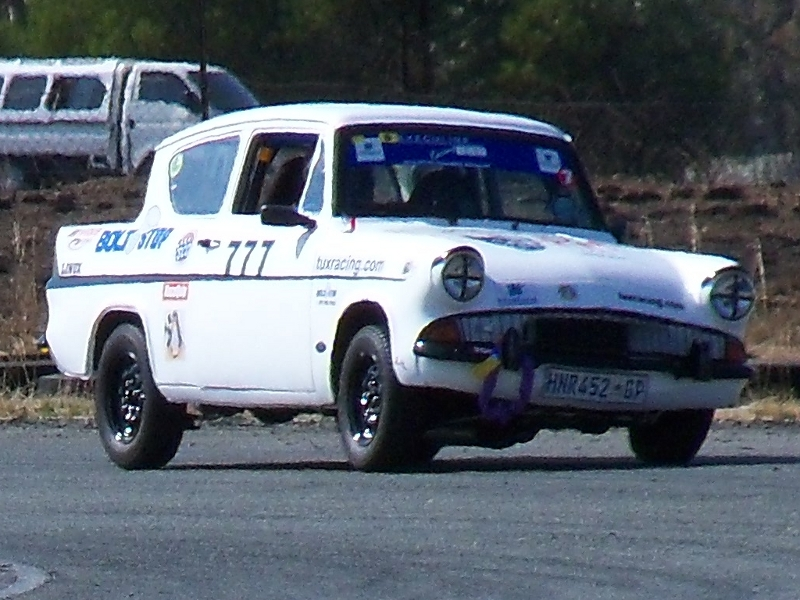 Fossa Ford Anglia, more action